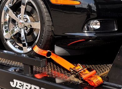 Cómo transportar y amarrar su automóvil